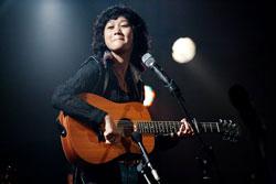 Lê Cát Trọng Lý biểu diễn tại Nhạc viện TP HCM, tối 14.09.2011. Courtesy Lê Cát Trọng Lý's FB.