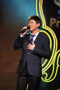 Ca sĩ Thái Châu trong một lần hát tại VN. Photo courtesy of giaidieuxanh-vn