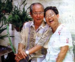 Nhạc sĩ Châu Kỳ và Vợ, ảnh chụp trước đây. File photo.