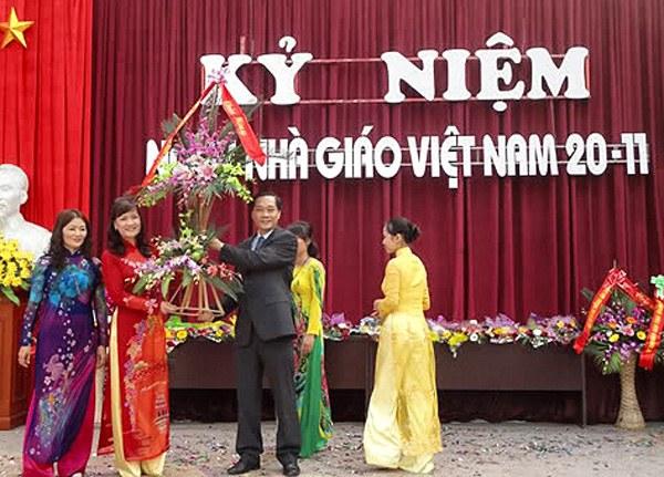 Thầy và trò Trường TH, THCS và THPT Văn Lang đã long trọng tổ chức Lễ mít tinh kỉ niệm 28 năm ngày Nhà giáo Việt Nam 20 tháng 11. (Ảnh minh họa)