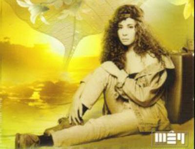 Ca sĩ Ngọc Lan trong một album do công ty Mây Production sản xuất.
