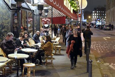 Những quán cà phê lộ thiên ở gần Place de la Republique ở Paris ngày 16 tháng 11, 2015. AFP