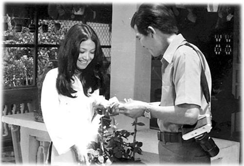 Thanh Lan trong vai cô hàng hoa trong phim hài Xóm Tôi (1974).