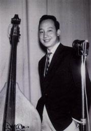 Ca nhạc sĩ Duy Khánh. Photo to courtesy of my.opera.com/diemxuacafe/blog.