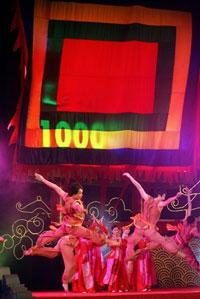 Một trong những hoạt động văn hóa cổ động cho sự kiện 1.000 năm Thăng Long. AFP PHOTO.