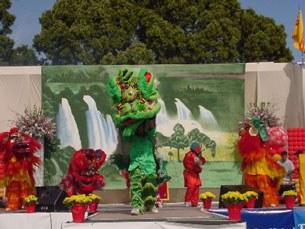 Biểu diễn tại Hội chợ Xuân hàng năm tại Cali.