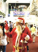 ChristmasSantaSaigon150.jpg