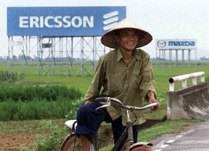 Một nông dân ở ngoại thành Hà nội. AFP