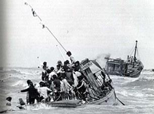 080430-boatpeople 1_305.jpg