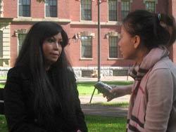 Tat Marina trả lời phỏng vấn phóng viên Quỳnh Chi. RFA photo