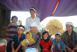 Chị Thái Thị Sinh và 7 con