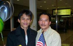 Cuộc đoàn tụ tại phi trường Greater Rochester, New York. Photo courtesy of mautam.net