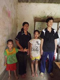 Gia đình anh Liêm - chị Liền. Photo courtesy of baomoi.com