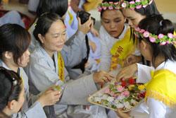 Lựa chọn hoa hồng thích hợp trong Ngày Lễ Vu Lan. Photo courtesy of dantri