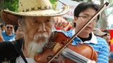 Cây vĩ cầm yêu nước Tạ Trí Hải- Photo courtesy blog Nguoibuongio's