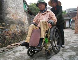 Ông Lê Quang Tý và Vợ, ảnh chụp trước đây. Photo courtesy of VNE.