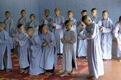 Các chú tiểu mới vào chùa, ảnh minh họa. AFP photo