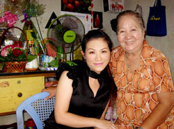 Nghệ sĩ Thiên Kim (phải) và diễn viên Kiều Linh. Photo courtesy of ngoisao.net