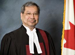 Thẩm phán Ngô Thanh Hải, được thủ tướng Stephen Harper bổ nhiệm vào thượng viện. (Ảnh do tác giả gởi)