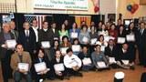Các anh chị em lớp nhiếp ảnh cấp 1/2009 chụp ảnh lưu niệm