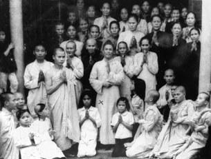 Ông Phan Văn Thu (có dấu x) chụp chung với các người trong đạo tại Phú Yên năm 1969