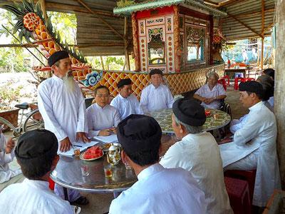 Các tín đồ Thánh Thất Tam Phước, Châu Đạo Bà̀ Rịa Vũng Tàu, miền Nam, Việt nam.