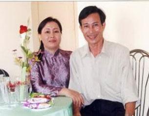Bà Dương Thị Tân và ông Nguyễn Văn Hải (blogger Điếu Cày) ảnh chụp năm 2004