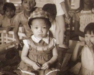 """Cô Dương Thị  Kim Lan tại viện mồ côi """"Hội Dục Anh"""" năm 1975 ở Saigon. (ảnh do cô Lan cung cấp)"""