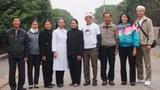 Phái đoàn trước khi lên đường đi thăm trại cùi Chí Linh.