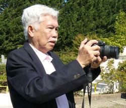 Giáo sư hàn lâm Nguyễn Phú Thứ, nghiên cứu về tử vi trên mười bảy năm, tác giả bộ sách Tử Vi và Địa Lý Thực Hành. Source VN-Exodus