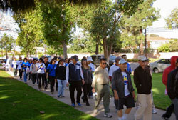 Hôm Chủ Nhật ngày 24 tháng 11 vừa qua, 10 đoàn thể trẻ Mỹ gốc Việt ở California đã tổ chức một ngày đi bộ tại thành phố Fountain Valley mạn Nam California để gây quỹ giúp nạn nhân bão lụt Philippines. Courtesy walk-jog-run.