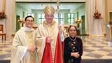 Linh mục Nguyễn Vũ Việt, Giám mục Robert Lynch của Giáo phận St. Petersburg và mẹ của LM. Việt