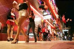 Phố đèn đỏ khu ăn chơi có tiếng ở Malaysia. Buổi tối thường các cô gái làm tiền đều tập trung ở khu vực này. Nguoiduatin