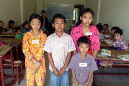 Từ trái em Phụng 12 tuổi, em Tý 12 tuổi, em Min 7 tuổi và em Thu 14 tuổi