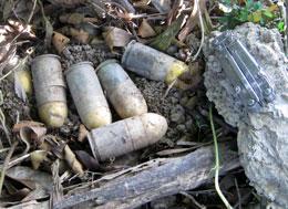 Đạn M 79 phóng lựu rất nguy hiểm khi di chuyển. Courtesy landmines.org