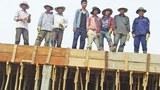 Nhóm công nhân xây dựng người Việt tại Luang Prabang, Lào