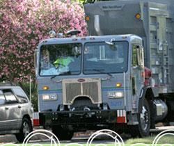 Xe gom rác tại thành phố Oakland, California