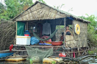 Một gia đình người Việt khác cũng ở làng nổi Chong Khneas, Biển Hồ Kampuchia (citizen photo)