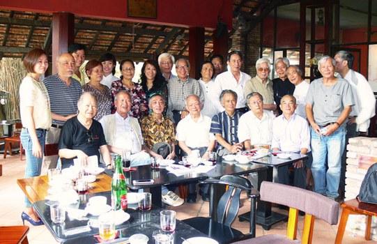 Một số thành viên trong ban vận động thành lập Văn Đoàn Độc Lập Việt Nam.