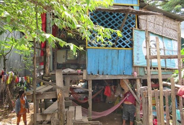 Nhà của người Việt, tại ấp 6 ở Hố Lương (Neak Luong)  một thành phố nhỏ thuộc Prey Veng