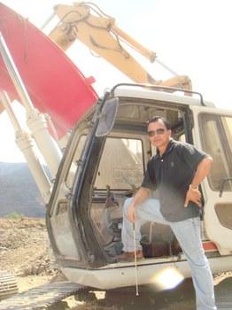 Ông Larry Nguyễn tại quặng sắt ở Sinaloa.