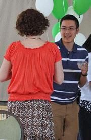 Nguyễn Bính Tyler ở cafeteria trường đại học Mary Baldwin College