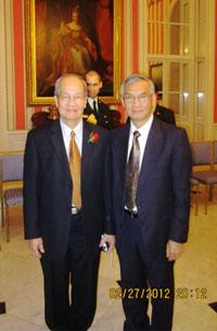 GS Bùi Tiến Rũng và TS Lê Duy Cấn, ủy viên ngoại vụ Liên Hội Người Việt Canada (ảnh LHNVC)