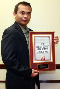 Giám đốc kỹ thuật trong công ty Luraco, anh Lê Huy Kevin, tiến sĩ ngành Quang Học Điện Tử