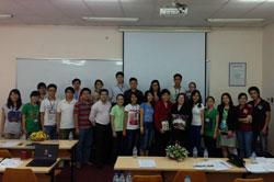 Phái đoàn VEF cùng các sinh viên Đại học Quốc tế TPHCM.