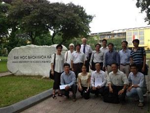 Group-picture-with-Dai-hoc-Bach-Khoa-Ha-Noi-305.jpg