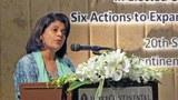 Bà Pratibha Mehta phát biểu tại Hội Nghị Bình Đẳng Giới  tại Thái Lan hôm 20/09/2012.