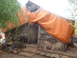 Một căn nhà lá của người dân vùng biên giới. Photo courtesy of HOPE