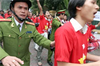 VnYouthProtestChina200b.jpg