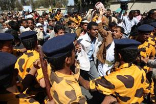 Yemen: Dân chúng vùng dậy đòi thay đổi chế độ của lãnh tụ Ali Abdullah Saleh. AFP